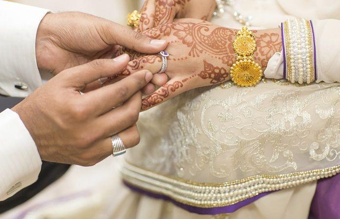 membaca quran suami isteri